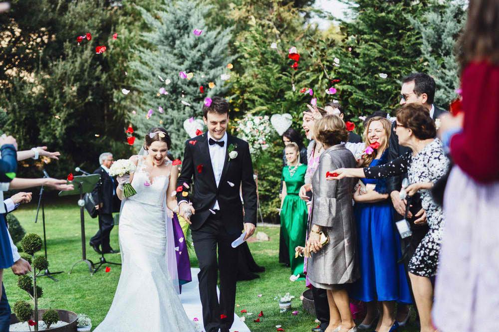 sesion de fotografia de una boda devertida barcelona