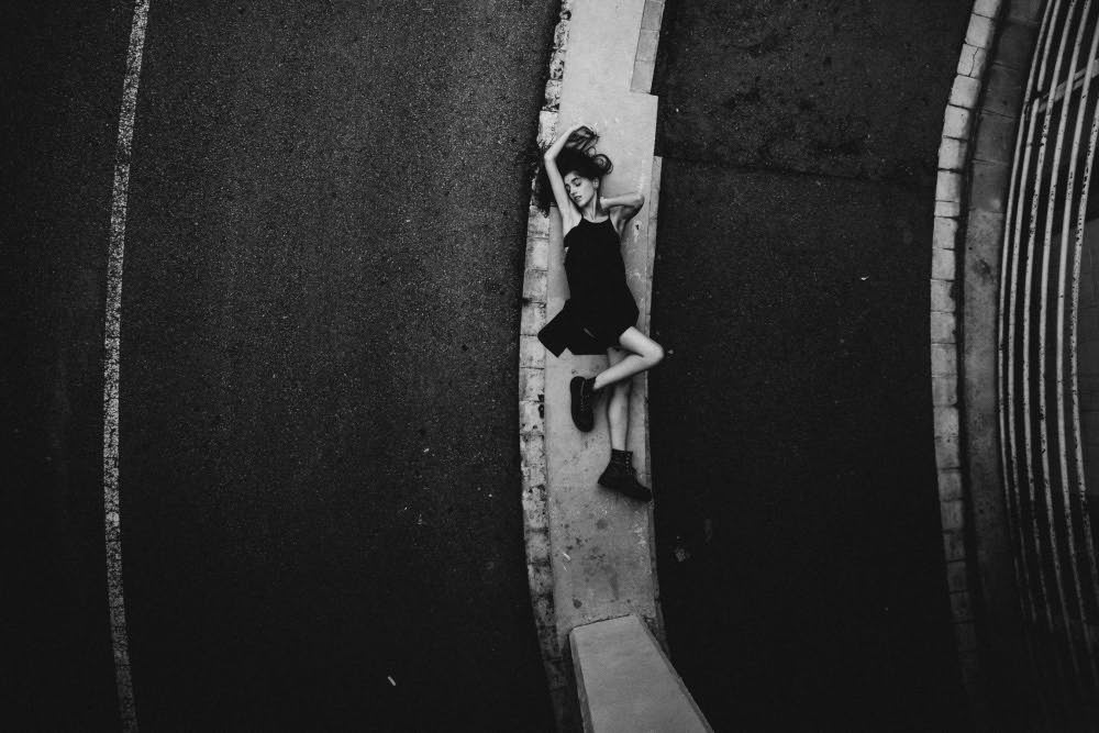 Фотограф в Барселоне черно-белое фото