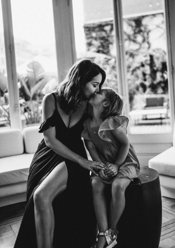 Beso de madre foto Barcelona