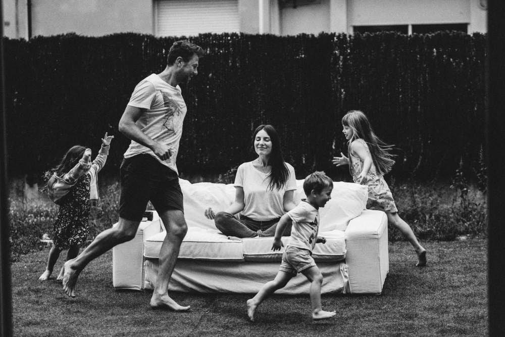 familia corriendo terraza barcelona