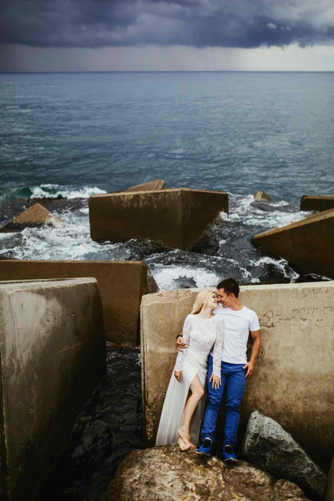 Love Story in Barcelona Photographer Beach