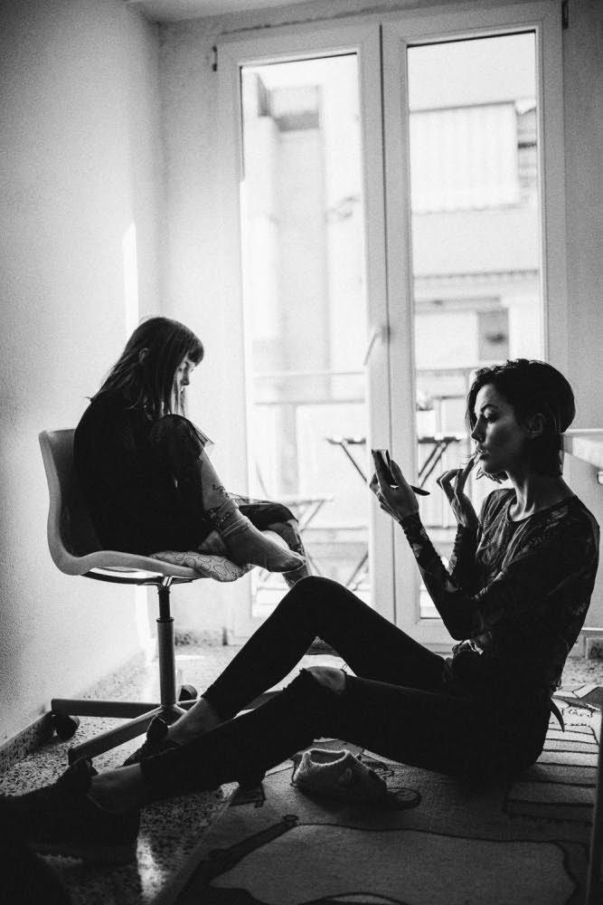 Дочь и Мама черно-белое фото