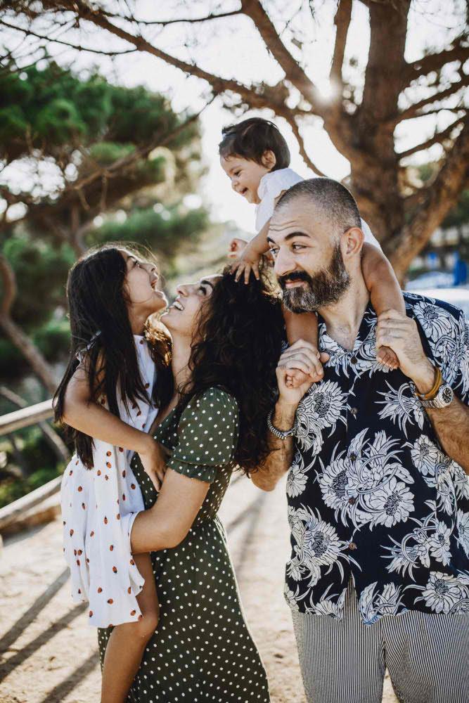 Счастливая Семья Барселона Фото